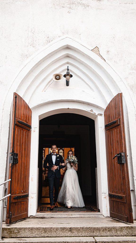 ślub kościelny, zdjęcia z kościoła, kościół Główczyce, wyjście z kościoła, Ślub i Wesele w Pałacu pod Dębem